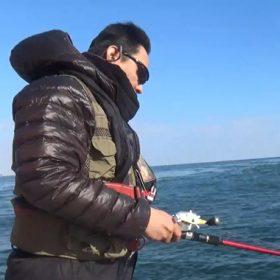 新生ホームサービスの釣り部部長所有の船で、神戸・明石の海に出航!