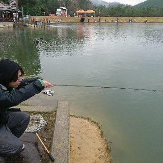 釣り部部長も負けじと挑みます