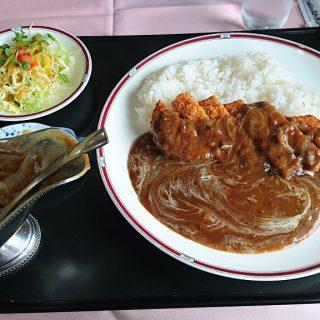昼食のカツカレー