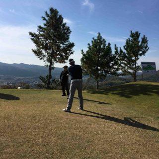 オリエンタルゴルフ倶楽部快晴のなか開始