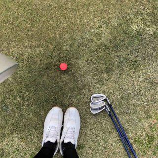 ゴルフボールと足