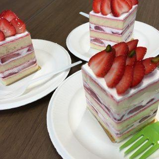 四角いショートケーキ