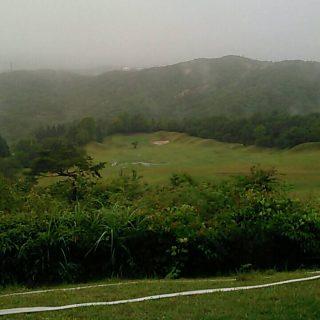 コースと雨空